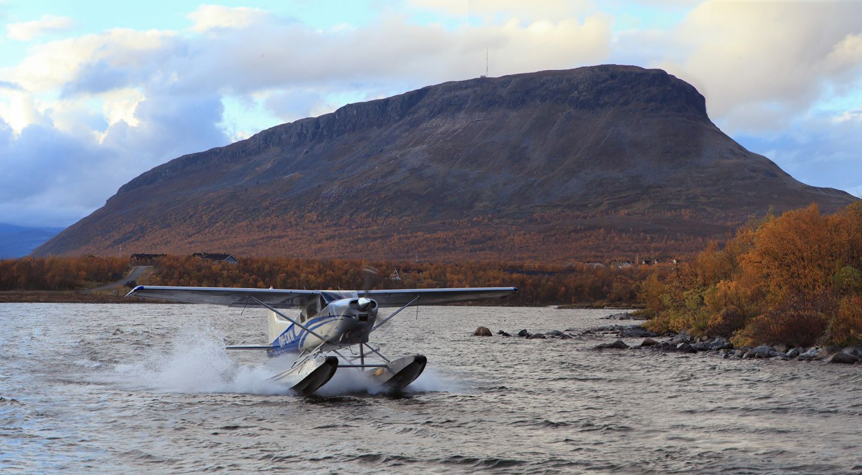 Aquatic plane in the water near Saana fell