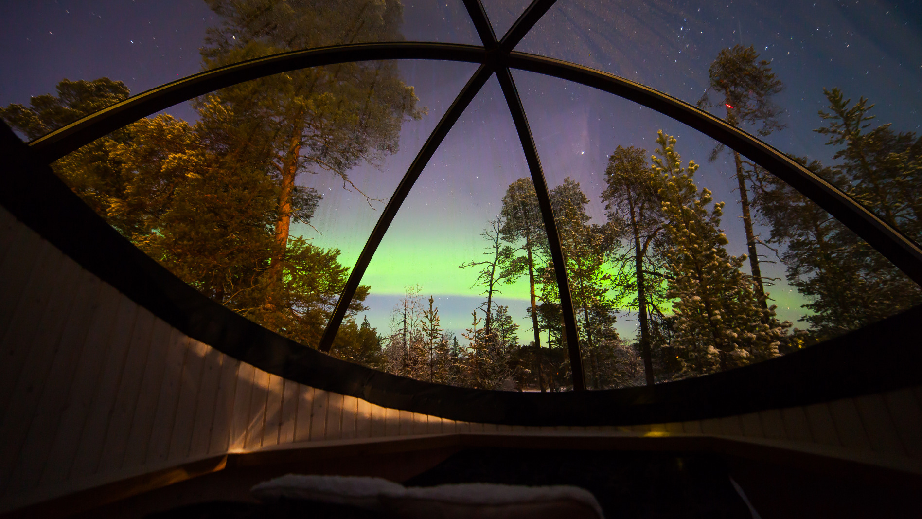 Enjoy the magic of the arctic night in Aurora Bubbles in Nellim