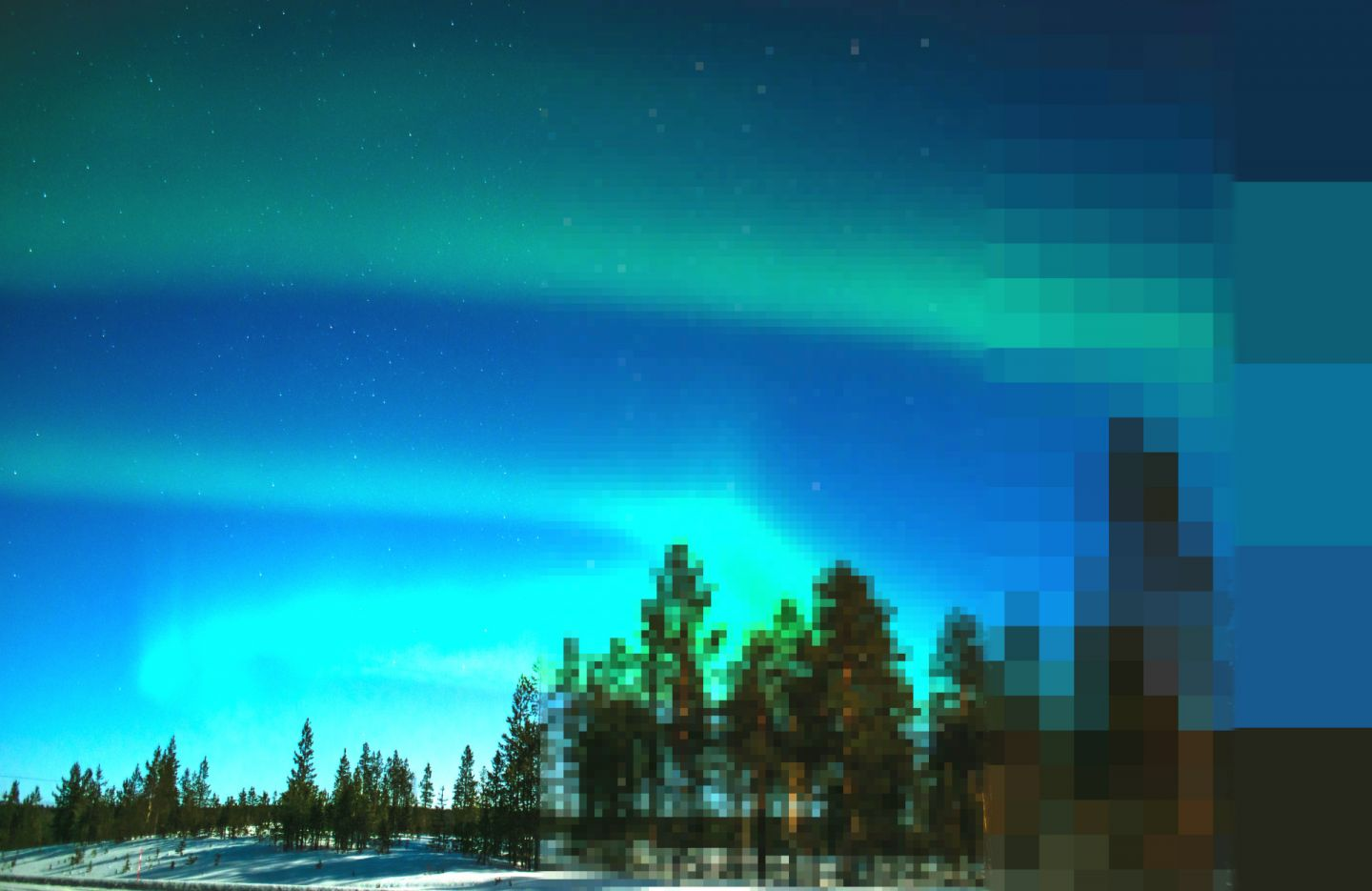 Compression artifacts in a Northern Lights photo from Finnish Lapland