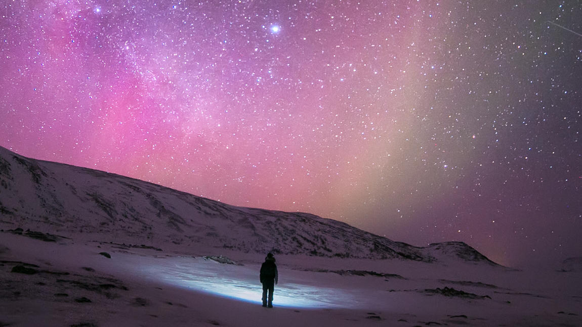 auroras & stars in Lapland in winter