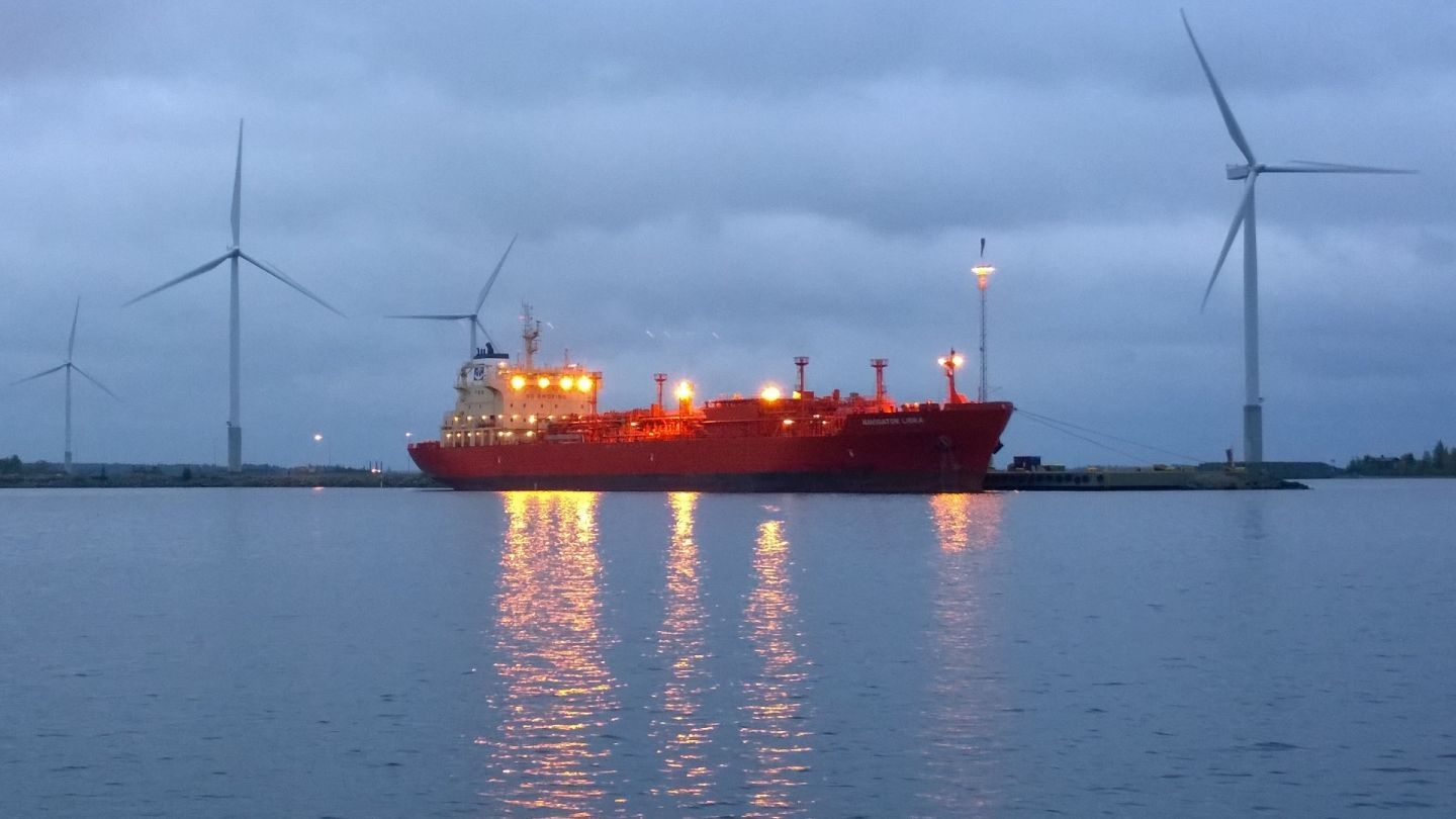 Logistics forestry shipping in Lapland