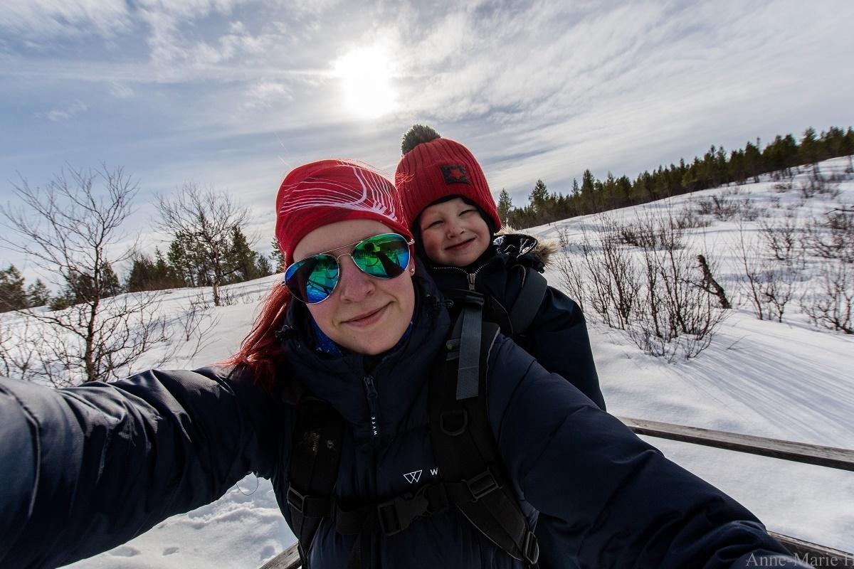 Anne Holmin ja lapsi muuttaminen lappiin