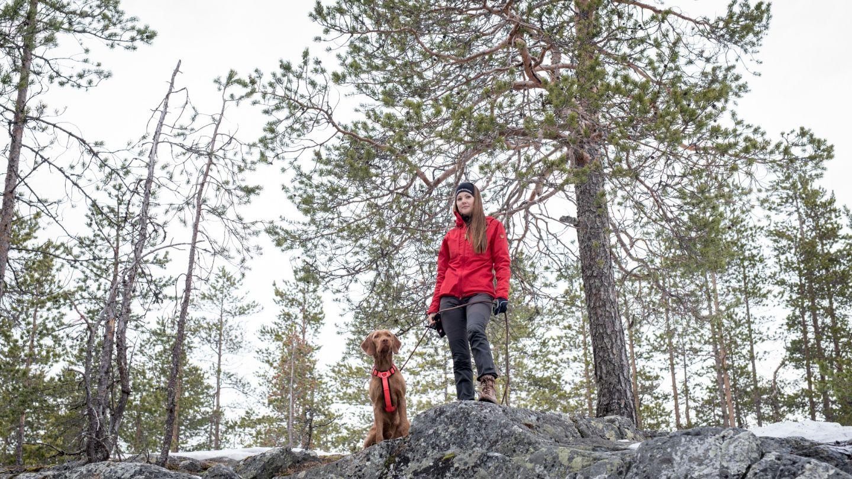 Anniina ja koira lappiin muuttaminen