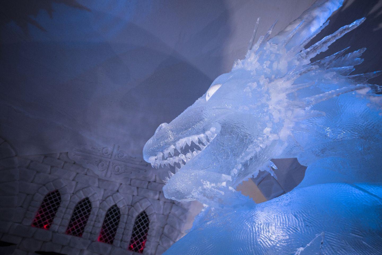 Työ Lapissa lumilinna Game of Thrones teema lohikäärme