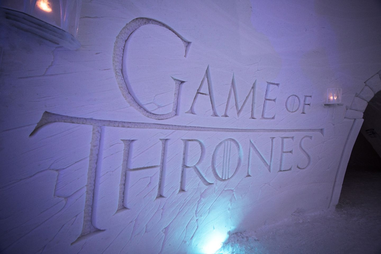 Työ Lapissa lumilinna Game of Thrones teema logo