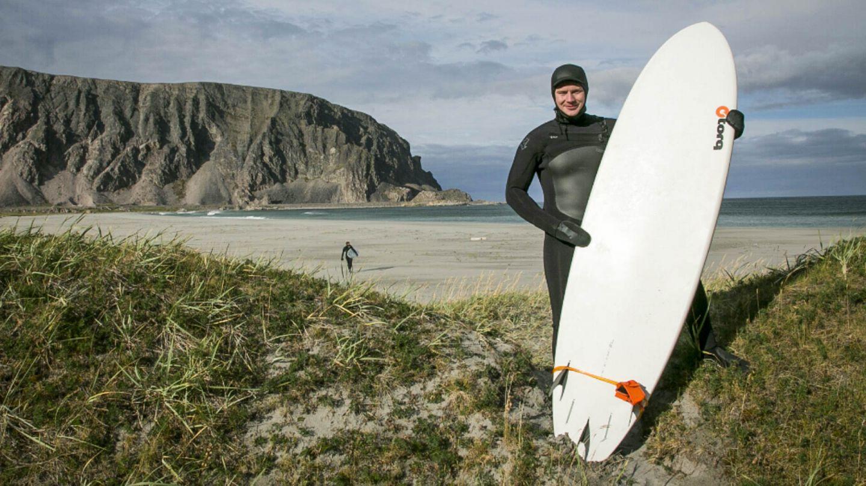 Aslat-Jon Länsman surfing
