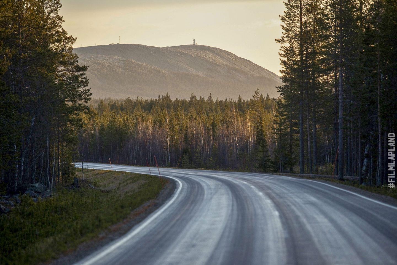 Highway through the fells of Pelkosenniemi, Finland