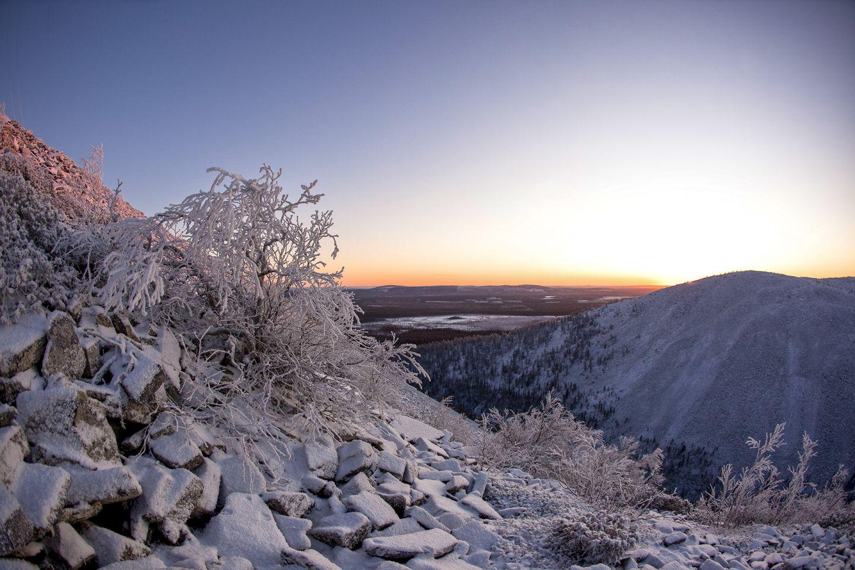 Frozen rocky cliff in Pyhätunturi, Pelkosenniemi