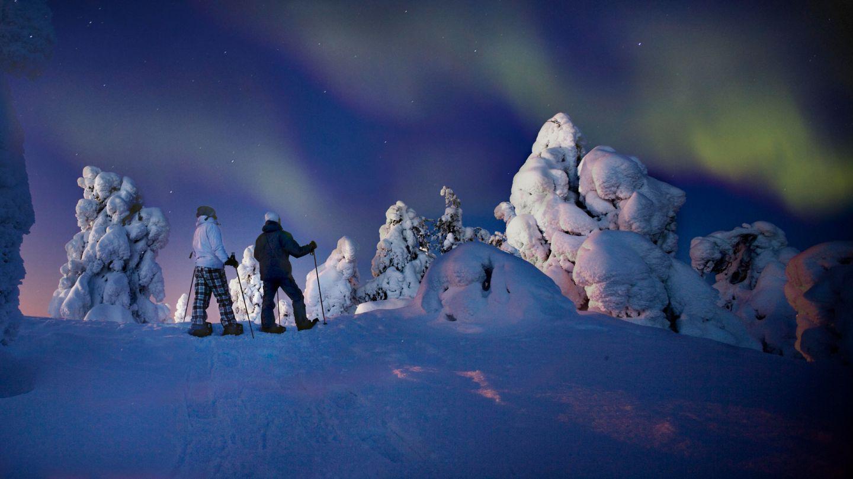 Northern Lights Finland, snowshoeing