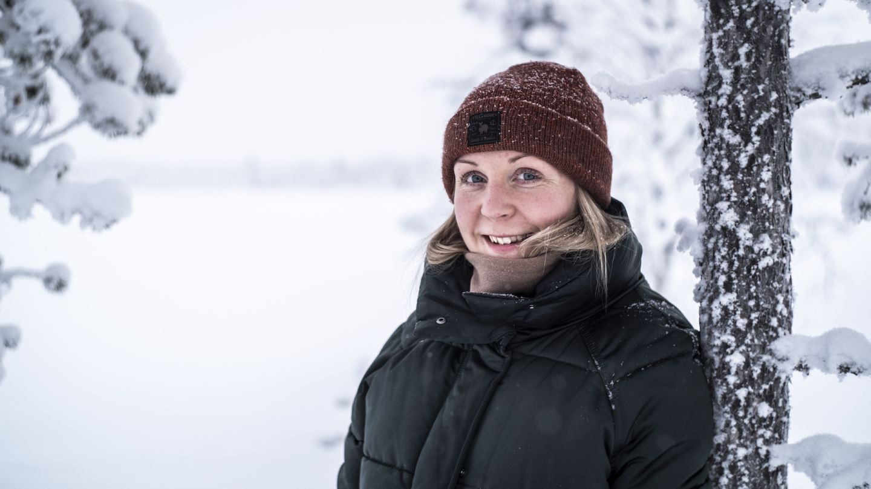Laura Sokka Akanjärven rannalla Kittilän Sirkassa