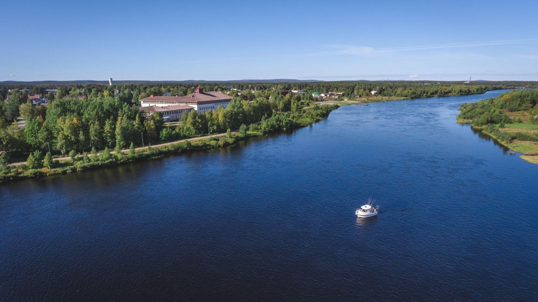 Jokinäkymä Sodankylässä.