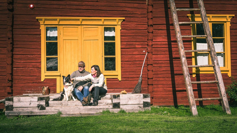 Pariskunta kesällä Sodankylässä.
