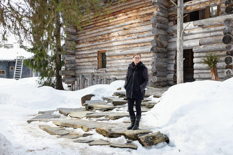 female museum director standing outside reidar särestöniemi gallery in winter