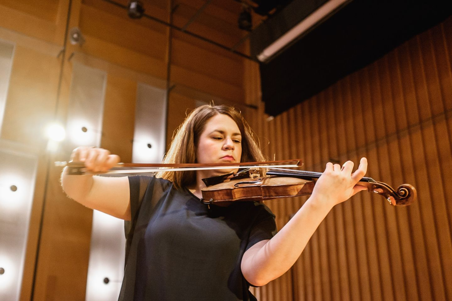 female violinist playing violin in lapland chamber orchestra hall