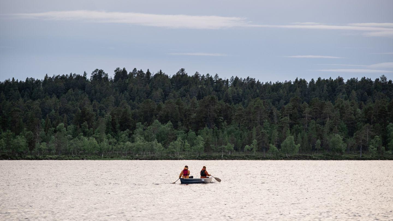 kanotointia Menesjärvellä Inarissa