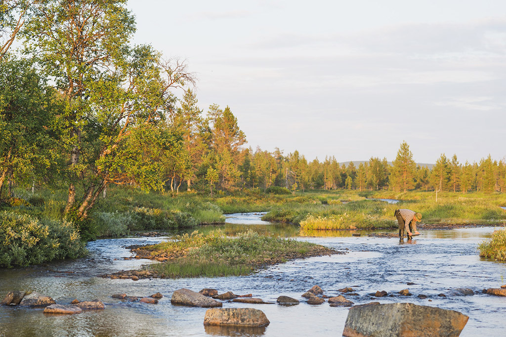 Gold panning in Lapland, Finland