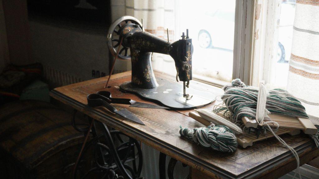Torassiepin porotilamuseossa kerrotaan alueen paikallishistoriasta säilyneen esineistön ja vaatteiden avulla.