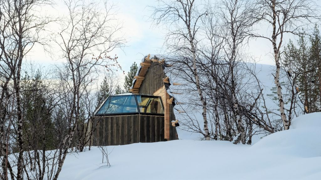 The new innovative hut accommodation by Holiday Village Valle in Utsjoki in the winter