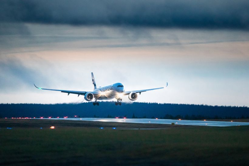 Airplane arriving to Kittilä