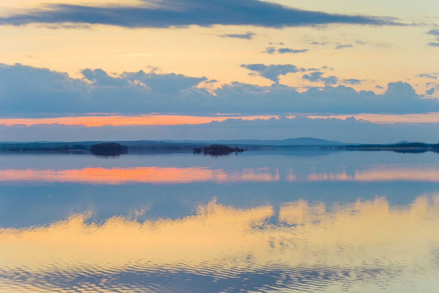 A sunset during a slow travel trip to Finnish Lapland in the summer