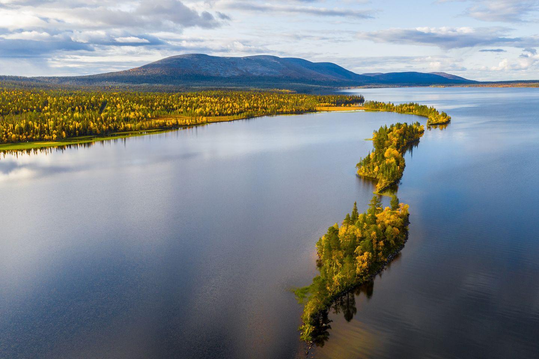 Autumn colors in the surroundings of Lake Pallasjärvi in Muonio, Lapland, Finland